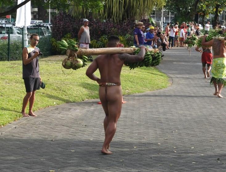 Les néo zélandais faisaient les courses en string!