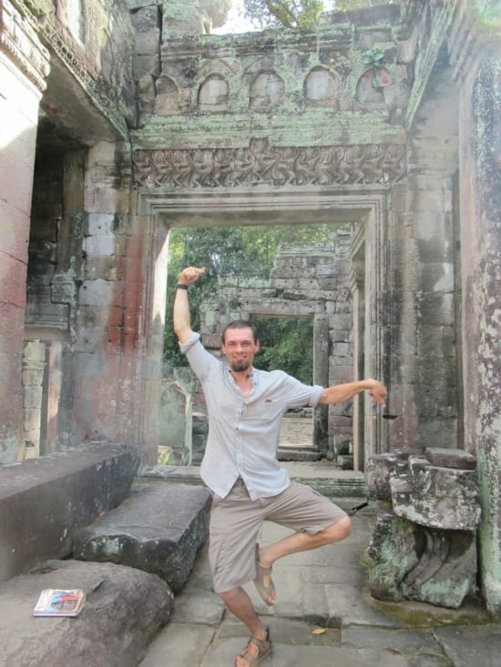 Benoit en danseuse Apsara, à Preah Khan