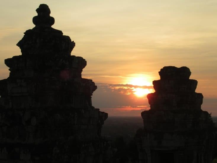 Coucher du soleil sur Angkor Vat, depuis Phnom Bakheng