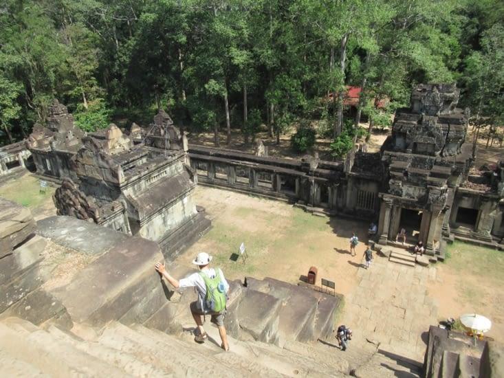 """L'accès aux """"terrasses"""" des temples est assez vertigineux ..."""