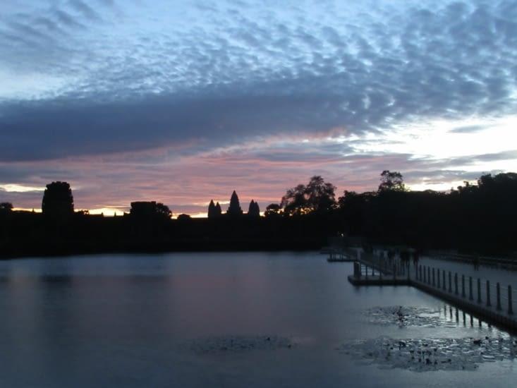 quelques jours plus tard, lever du soleil sur Ankor Vat !