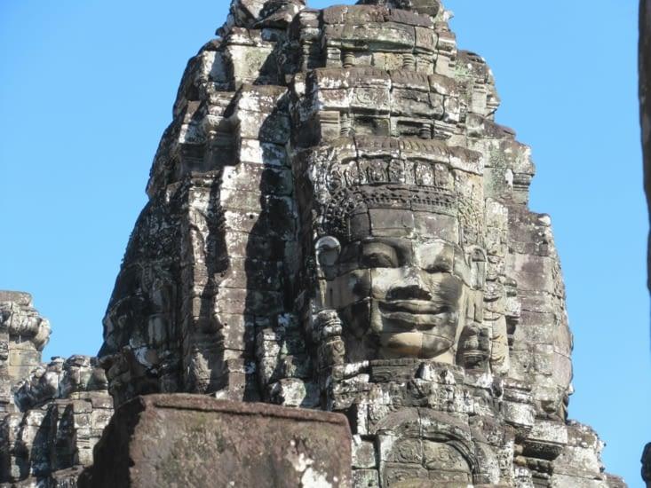 """Temple """"montagne"""" (comme Ta Keo par ex.) mais avec ses tours à visages"""