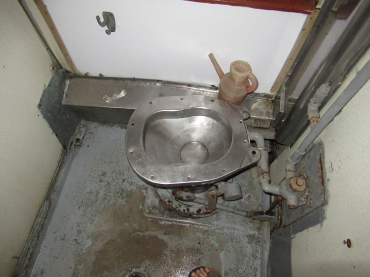 Sur la route de Bakou - WC de notre train soviet