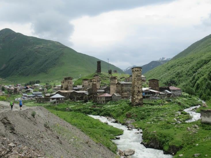 Arrivée au village d'Ushguli, le mauvais temps nous guette...