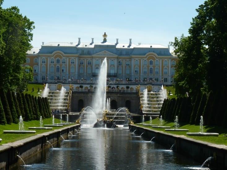Le palais de Peterhof... (le Versailles russe)  !!!!