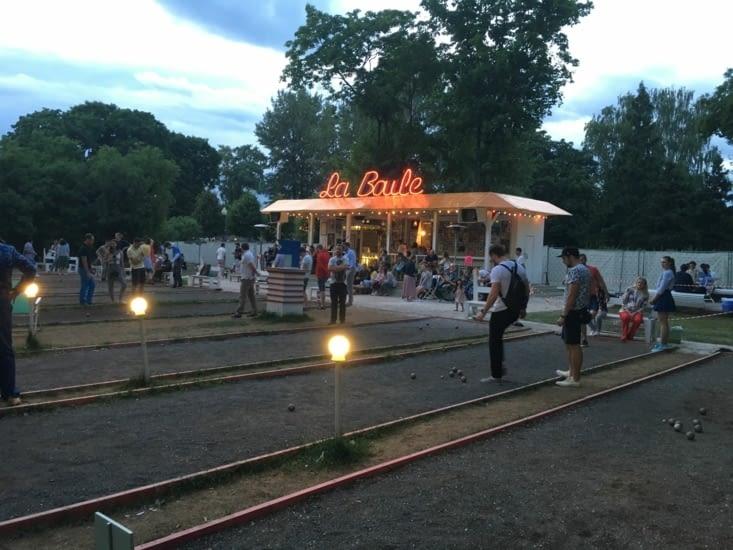 La boule: le bar tendance de Moscou où l'on joue à la pétanque avec de bonnes bières... 😀