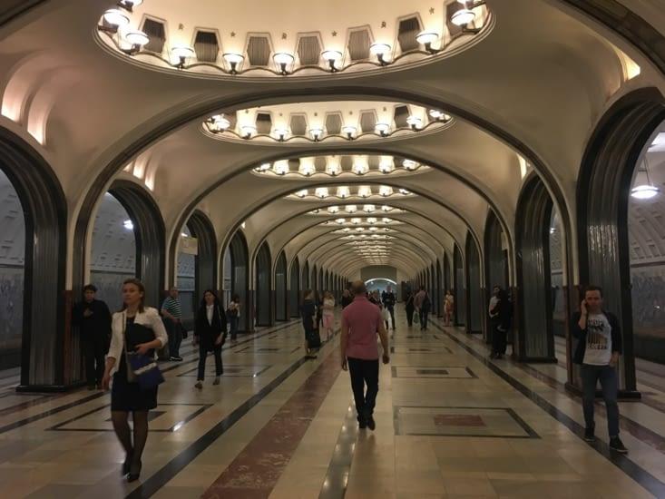 Moscou c'est aussi son Metrooooooo aux allures de musée!!!