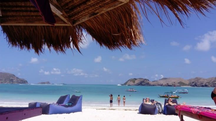 3 euros la journée sur chaise longue et parasol avec boisson et repas