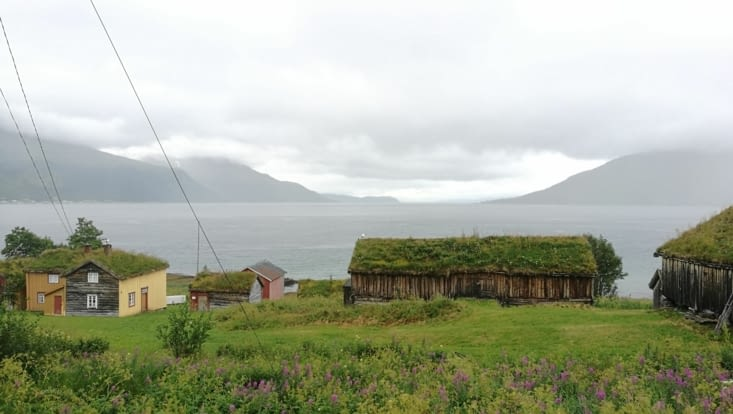 Petite ferme perdu au bord du Fjord