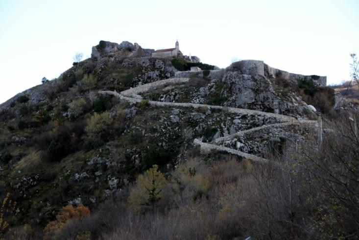 Les ruines du fort de Medun, haut perchées et lieu de tourisme assez confidentiel.