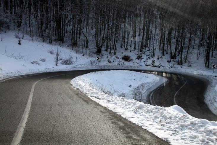 Un autre exemple de route, un peu plus large certes, mais nettement plus glissante.