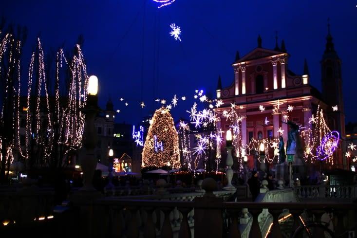 A Ljubljana, nous admirons des illuminations de Noël très originales.