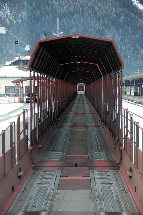 Pour traverser la montagne Hohe Tauern, nous embarquons le camping-car sur le train.