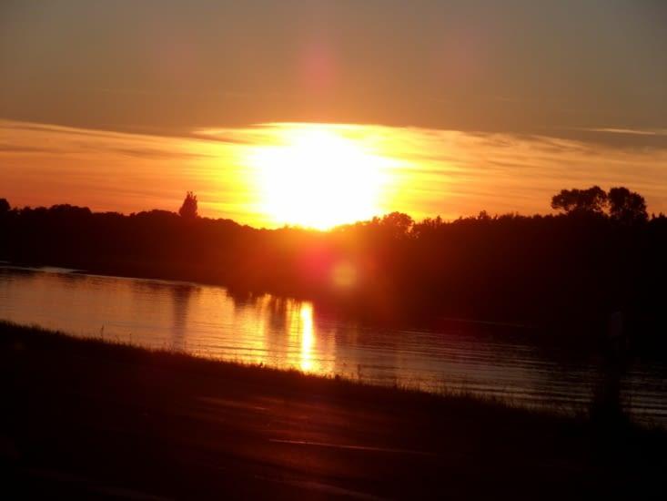 Soirée paisible au bord de l'Elbe. (Crédits photos : Célian)