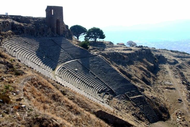 L'imposant théâtre pouvait, à l'époque, accueillir 10'ooo personnes.