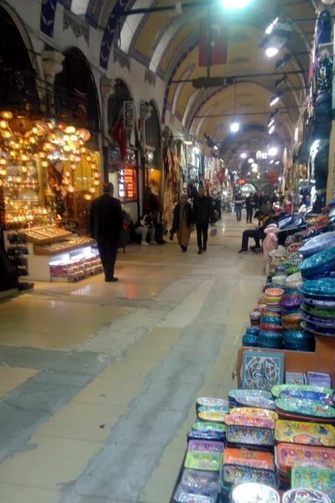 Nous nous réfugions dans le fameux Grand Bazaar, couvert.