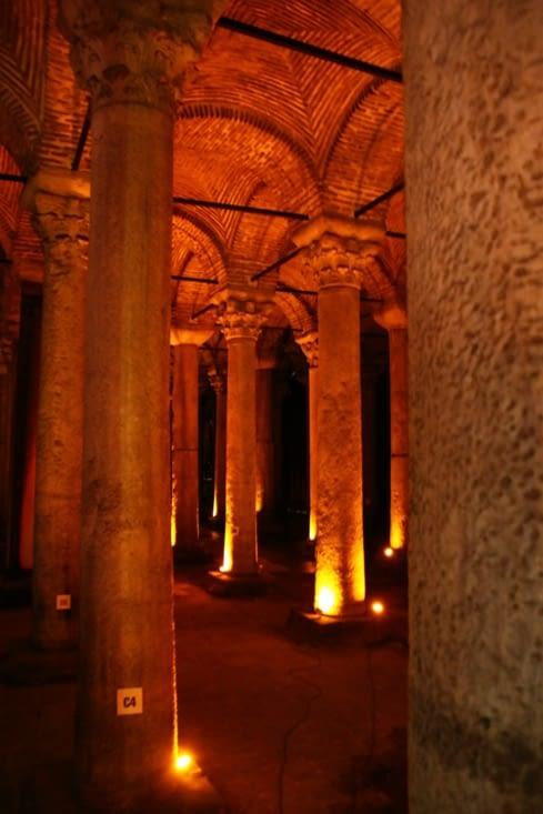 La Citerne Basilique, réservoir d'eau de la ville à l'époque byzantine.