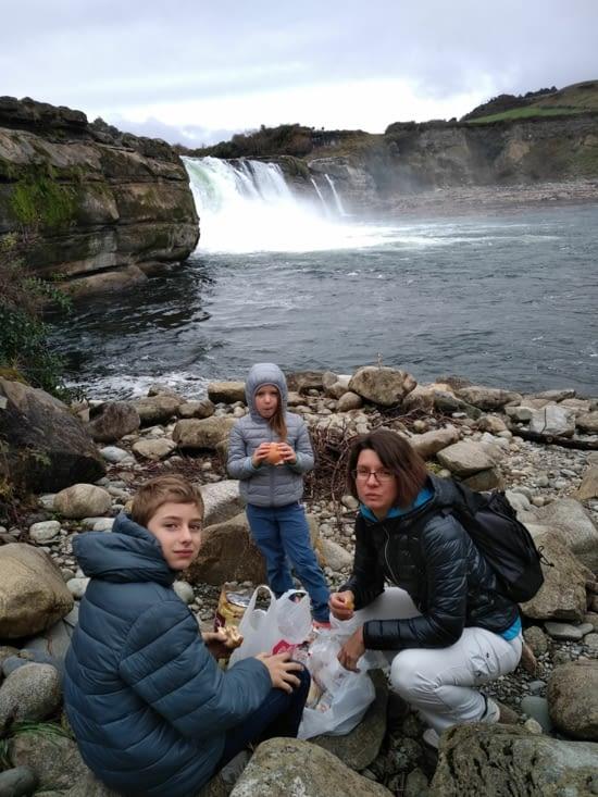Pause déjeuner au bord des chutes de Maruia