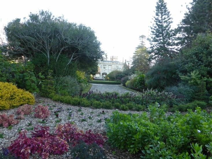 Le Jardin botanique avec la Government House, l'un des plus anciens batiments australiens