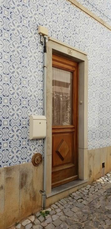 TAVIRA les façades en faïence si typiques du Portugal