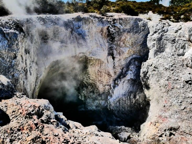 Cratère de partout, sol instable