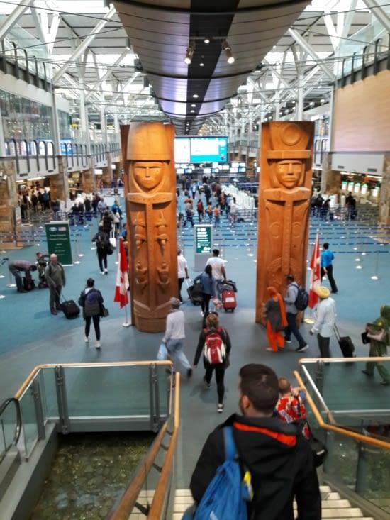 Totems à l'aéroport