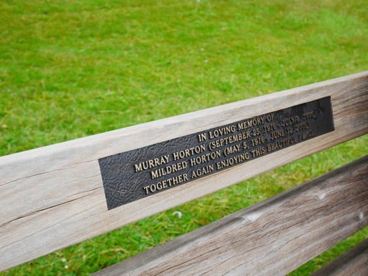 Chaque banc public a sa petite histoire en l'honneur d'une personne