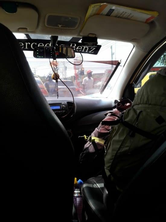 Taxi et son cellophane pare-soleil !