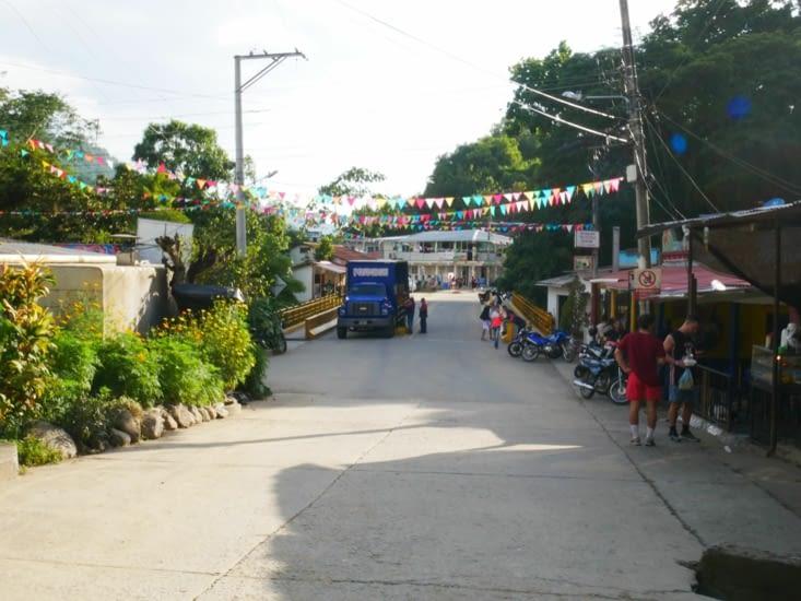 Petit village très animé