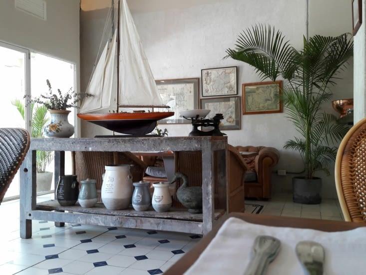 Jolie décoration du petit restaurant de midi