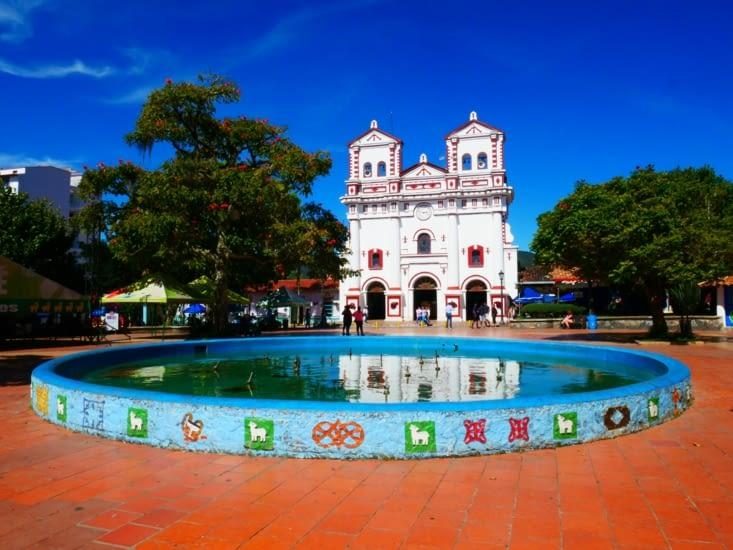 Place de l'église de Guatapé
