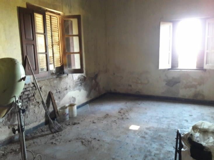 Chambre du fond au début du nettoyage