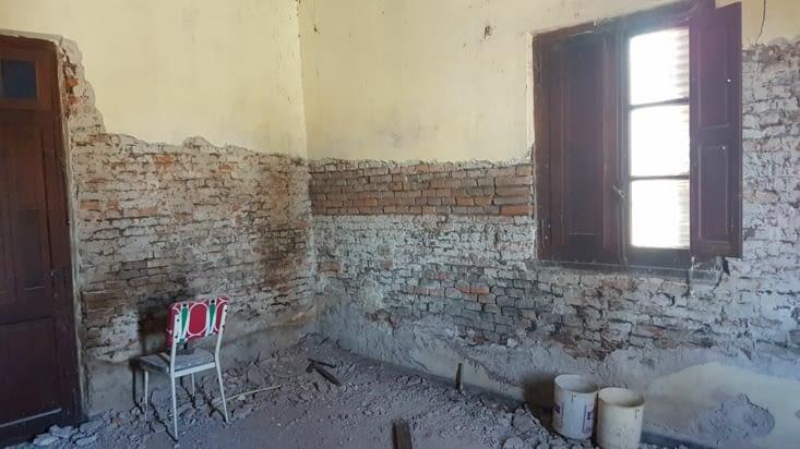 Nettoyage du mur de la chambre du fond