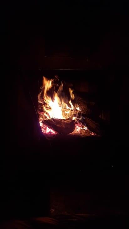 Notre joli feu de bois pour la nuit