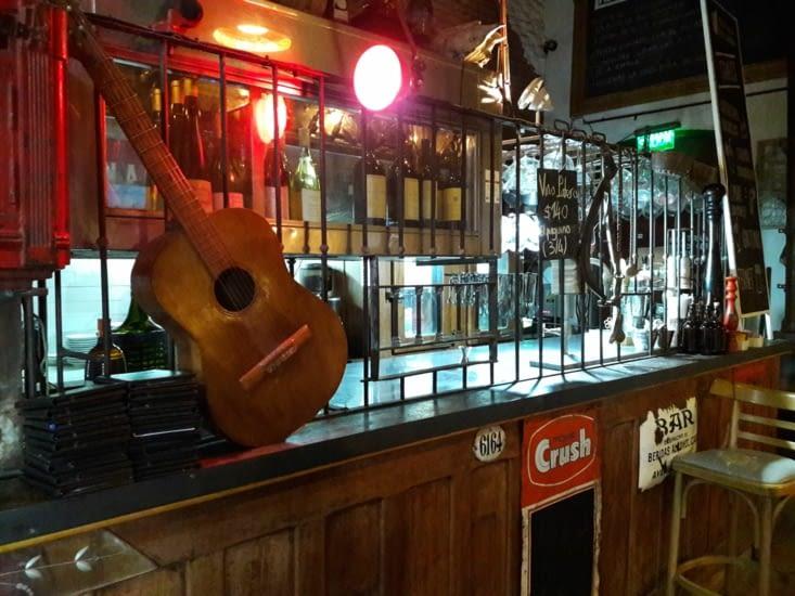 Les grilles de protection du bar