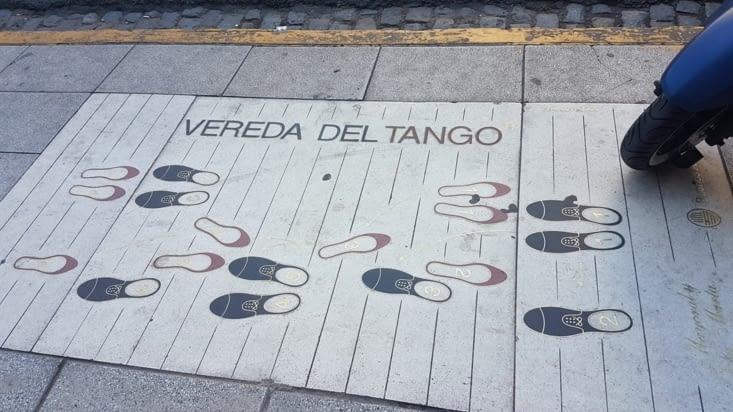 Pas de Tango expliqués sur le trottoir