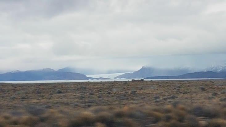 Aperçu du glacier Viedma pendant le trajet en bus