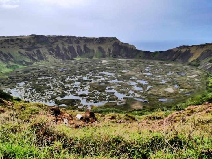 Surprise en arrivant, le cratère de Rano Kau