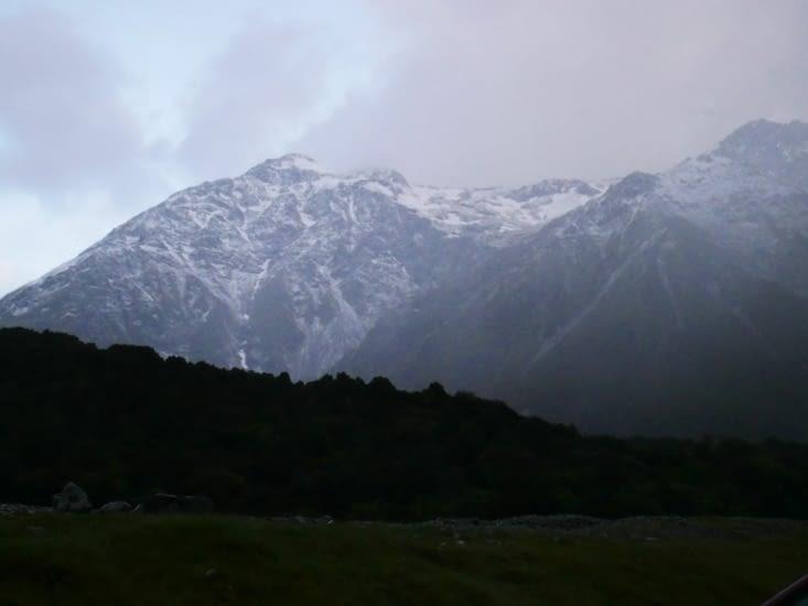 Petit trou de ciel bleu pour apercevoir la montagne