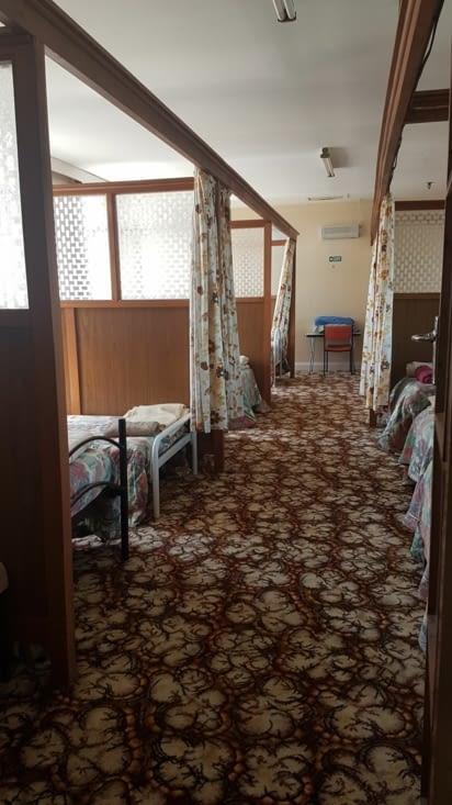 Camping un peu glauque dans un ancien asile de fou