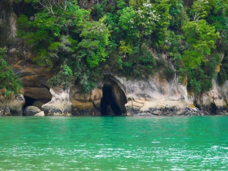 Grotte découverte par la marée