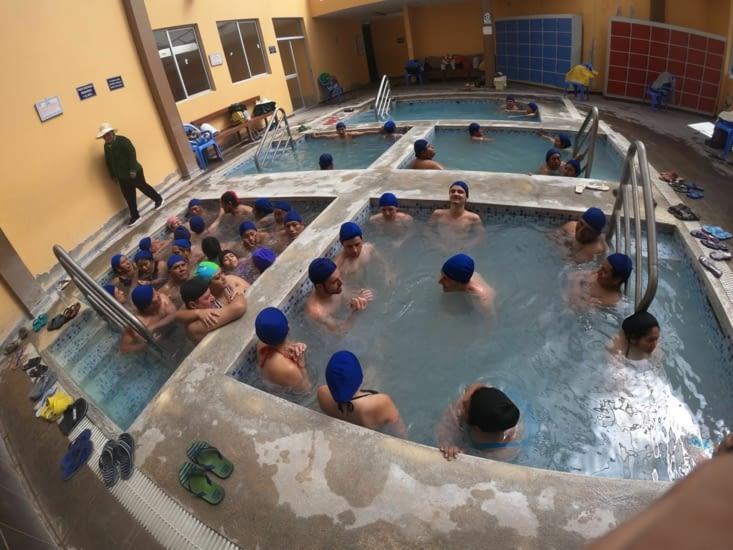 20 péruviens dans le même bain...