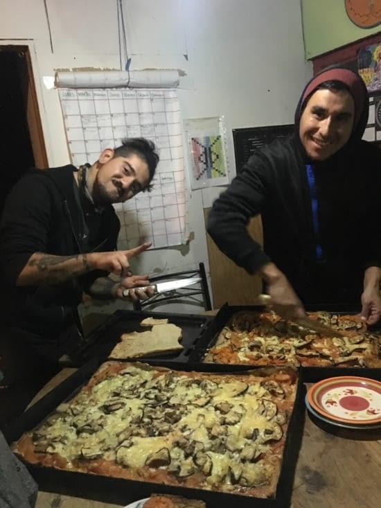 Willy et Pancho avec les pizzas !