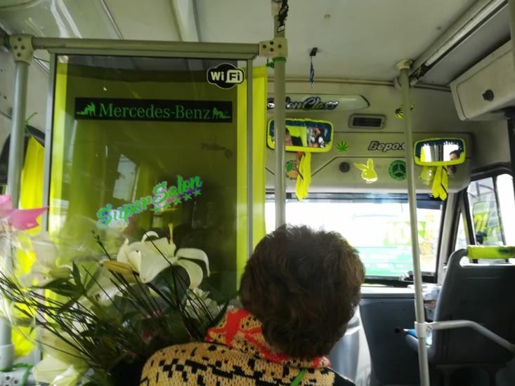 Le bus d'un chauffeur un peu beauf sur les bords... Playboy et compagnie...