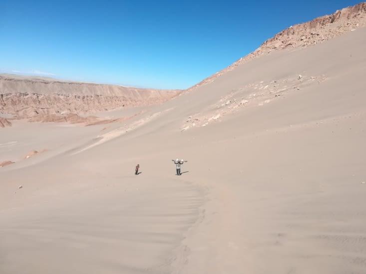 Si petit face à ces gigantesque dune !