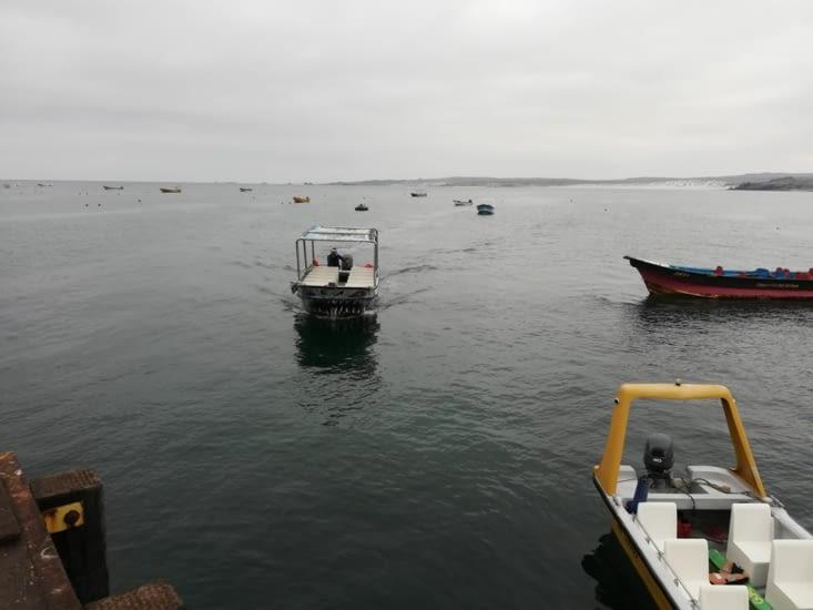 Celui à droite, avec les barrrières jaunes, c'est notre bateau !