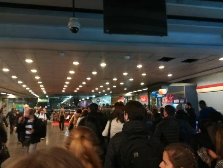 Le monde à 19h dans le métro...