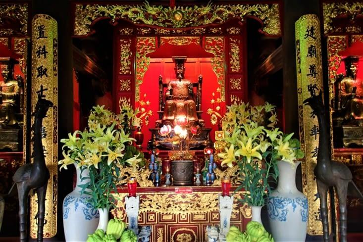 Un autel qui rend hommage à Chu Van An, le génie des professeurs vietnamiens.