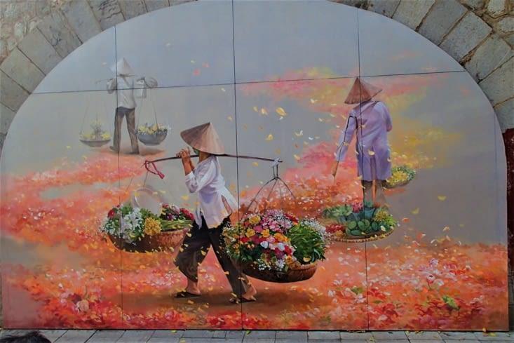 Il y a plus d'une dizaine de toiles avec autant de couleurs et de perspectives différentes