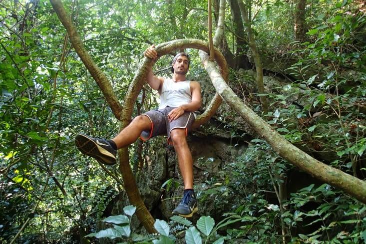 Là le chemin est moins dégagé... On est vraiment dans la jungle !